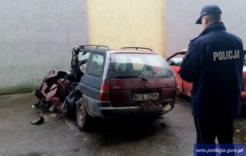 policja ilawa wypadek wrak samochodu