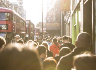 Liczba zgonów spowodowanych przez koronawirusa w Wielkiej Brytanii jest już ogromna