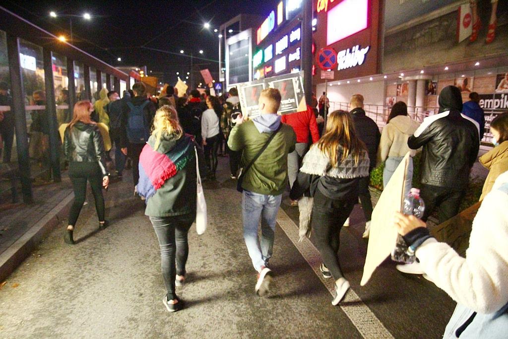 """Fotorelacja z środowych protestów """"Spacer po Olsztynie'"""