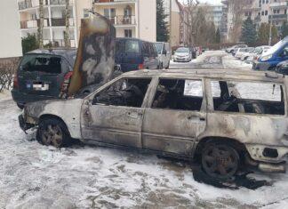 Osiem aut spłonęło na Jarotach